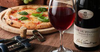 赤ワインとピザ