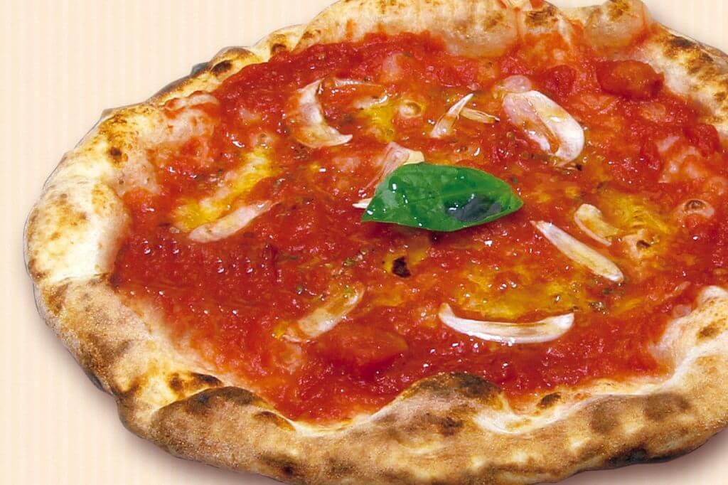 ピザ職人がやっている、ピザをトッピングする際に気を付けたい順番 1