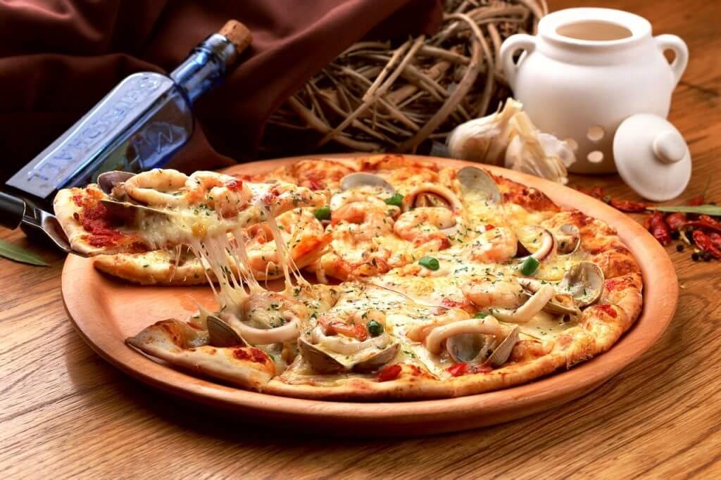 【ピザパするなら】宅配ピザを注文する際のサイズ別人数の違いを知ろう! 2