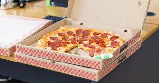 冷めたピザ