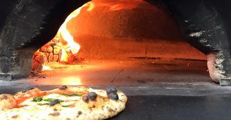 薪窯とピザ