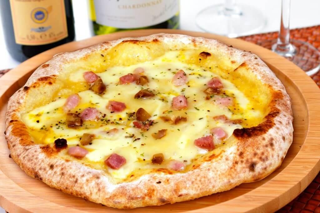 甘栗とキノコとツナのオーロラソースピッツァ
