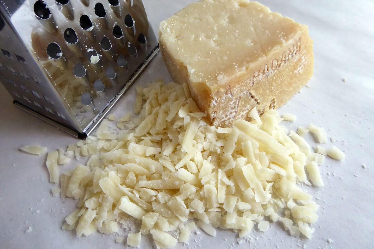 ピザにチーズをたっぷり混入、魅惑のチーズおろし器5選 1
