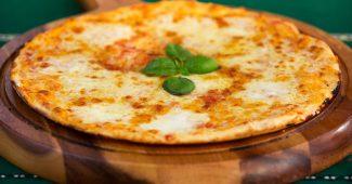世にいうクリスピーピザ、厚さの目安は何センチ? 3