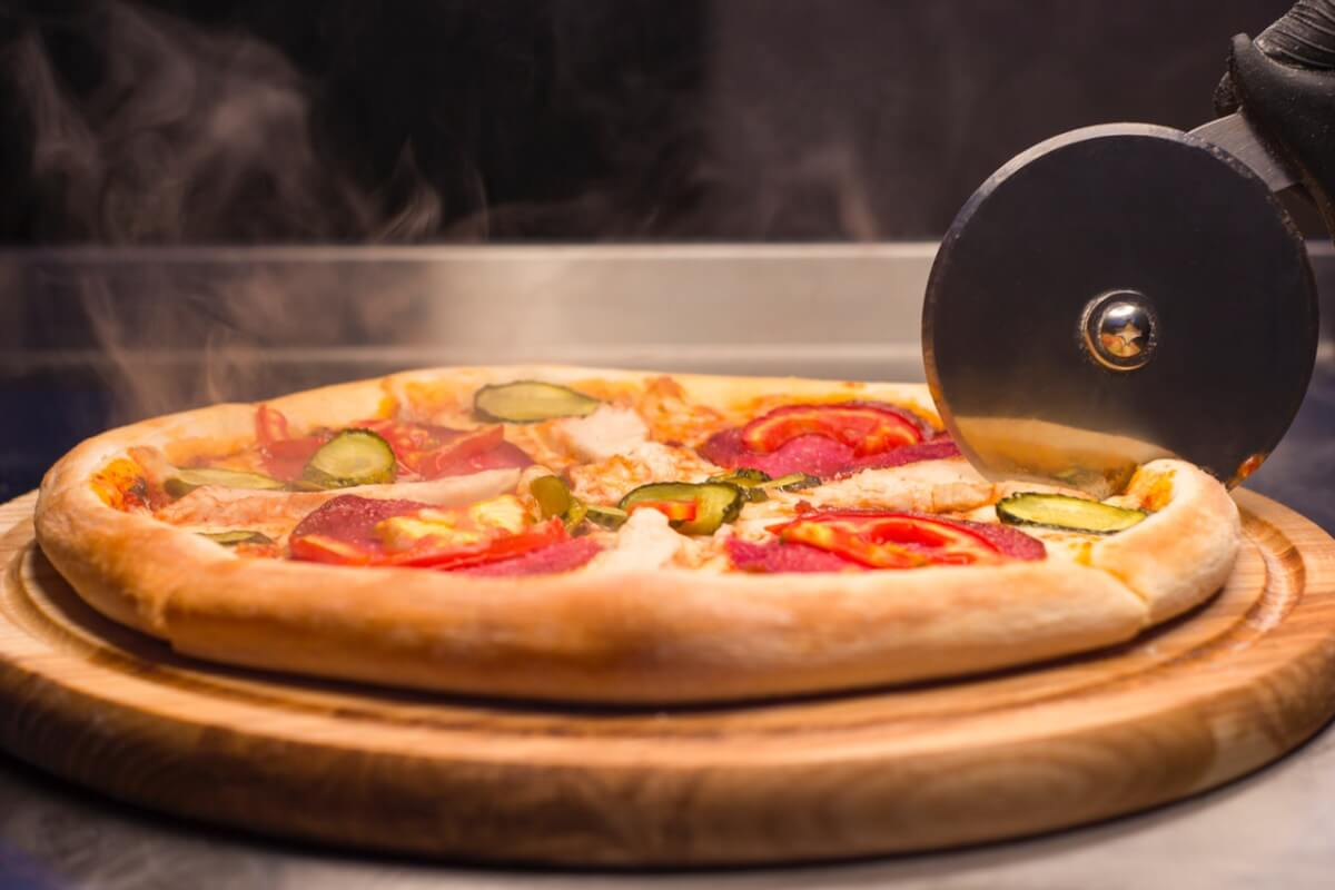 ピザの切り方