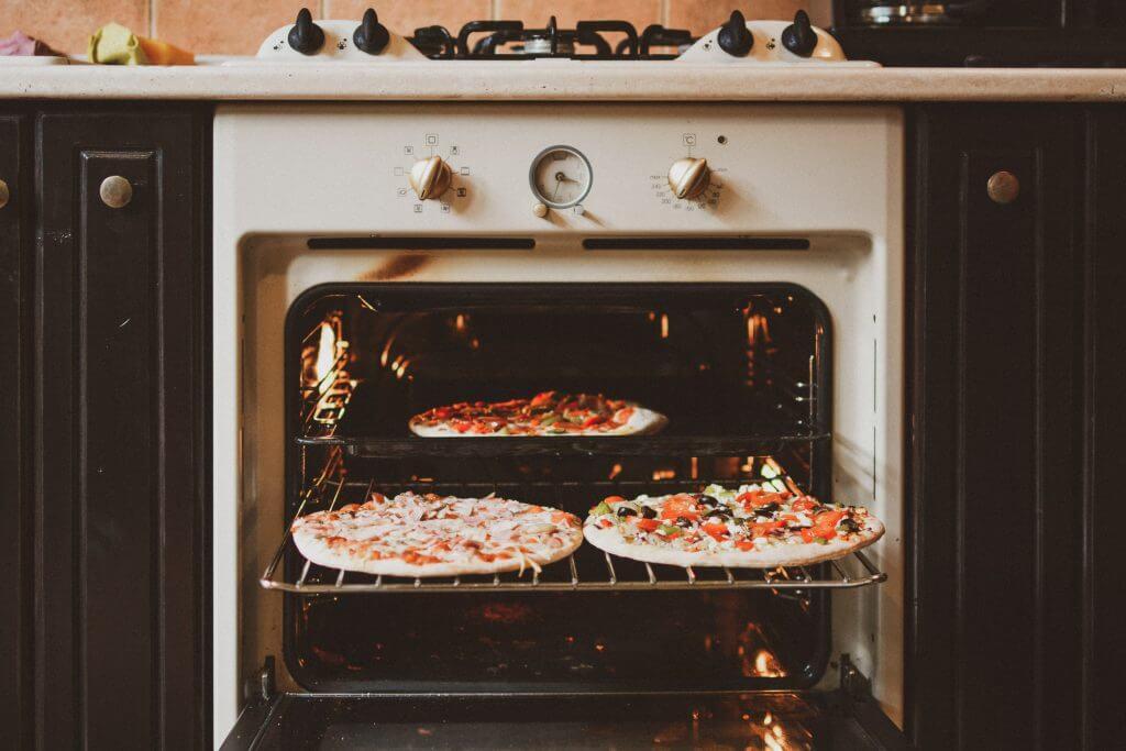 オーブンでピザを温める