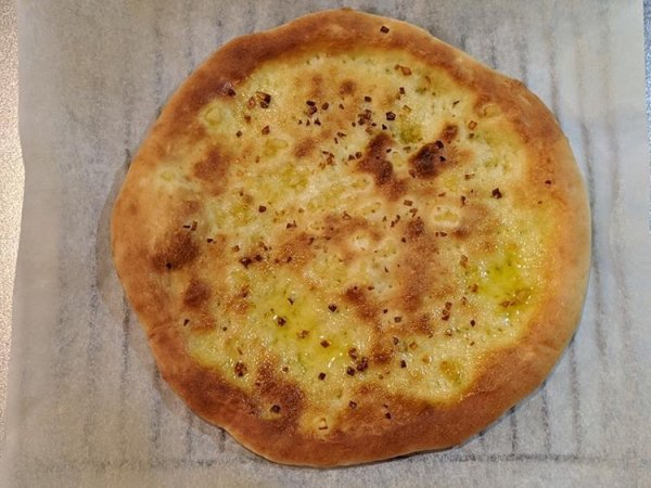 焼いたピザ生地